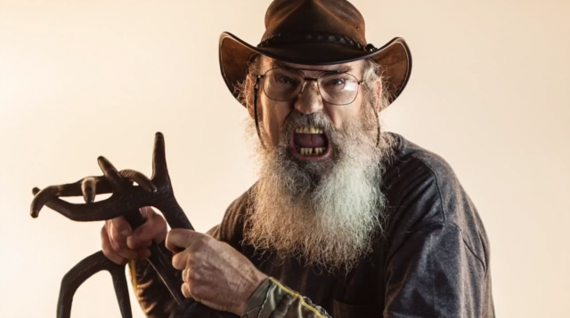 Flextone Game Calls is excited about their new product Black Rack and it nabbed Si Robertson to be the spokesman on the latest commercial