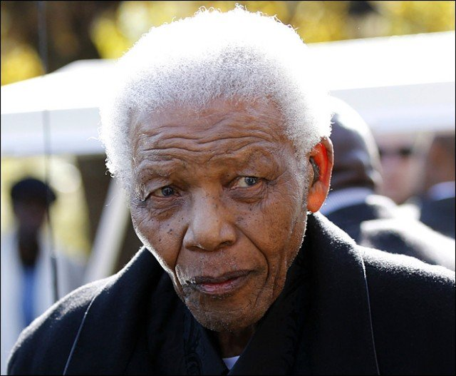 Former South African President Nelson Mandela has been admitted to hospital with a lung infection 640x527 photo