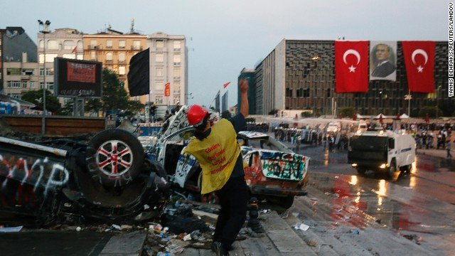 Gezi Park protesters have clashed with Turkish police in Istanbul, after riot squads used tear gas and water cannon to eject demonstrators from the park.