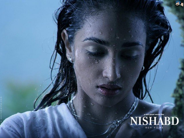 Jiah Khan made her debut in 2007 with Amitabh Bachchan in Nishabd based on the novel Lolita 640x480 photo