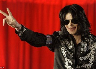 Michael Jackson was desperately broke before This Is It Tour, promoter Randy Phillips claims in court