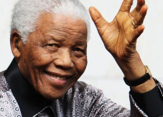 Nelson Mandela remains in a serious but stable condition in a Pretoria hospital