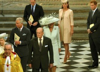 Queen Elizabeth II has joined 2,000 guests for a service at Westminster Abbey to mark 60 years since her Coronation