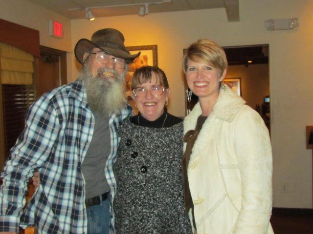 Si Robertson his wife Christine and their daughter Trasa Cobern 640x480 photo
