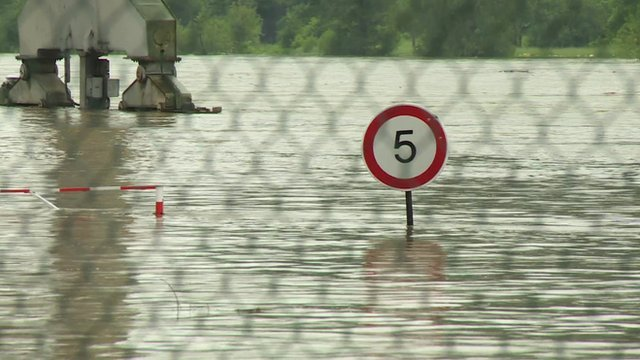 Southern and eastern German cities are on high alert as heavy floodwaters swell rivers including the Elbe photo