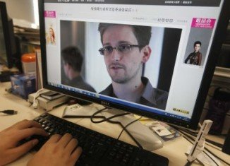 The British government has warned airlines not to allow Edward Snowden to fly to the UK