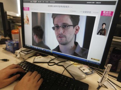 The British government has warned airlines not to allow Edward Snowden to fly to the UK photo