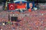 Turkey's Prime Minister Recep Tayyip Erdogan has rallied tens of thousands of supporters in Istanbul