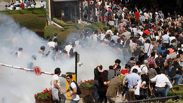 Turkish protesters have returned to the streets of Istanbul and capital Ankara after two days of unrest