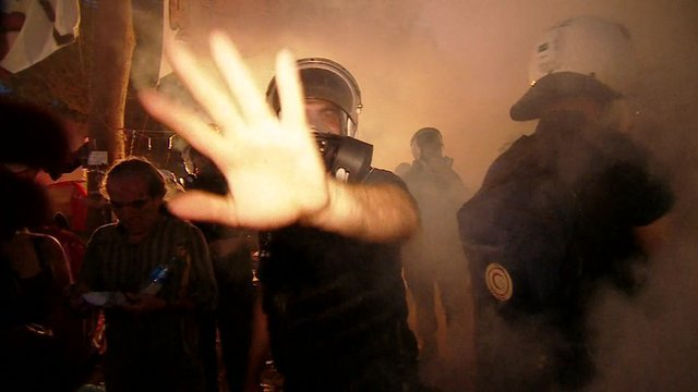 Turkish riot police have moved to clear the protest camp in Istanbul's Gezi Park, using tear gas and water cannon