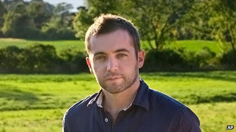 War correspondent Michael Hastings has died in a car crash in Los Angeles at the age 33 photo