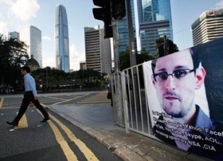 Wikileaks founder Julian Assange is trying to broker a deal that would see Edward Snowden granted asylum in Iceland
