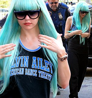 Amanda Bynes displayed another bizarre look for a court appearance