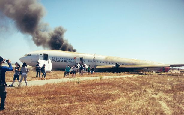 Asiana Airlines Boeing 777 plane crash landed at San Francisco airport this afternoon reportedly killing at least two passengers and injuring 61