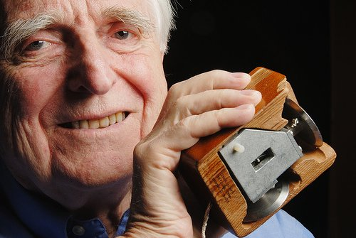 Douglas Engelbart the inventor of the computer mouse has died at the age of 88 photo