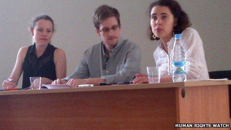 Edward Snowden has been holding a meeting with leading human rights groups and lawyers at Sheremetyevo airport in Moscow