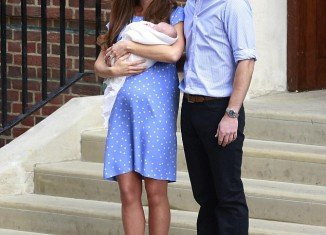 Kate Middleton made her first appearance as a mother as she presented the royal baby to the waiting crowds on the steps of the Lindo Wing