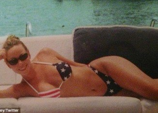 Mariah Carey tweeted a star-spangled bikini snapshot to promote her performance on Macy's Fourth of July Fireworks Spectacular
