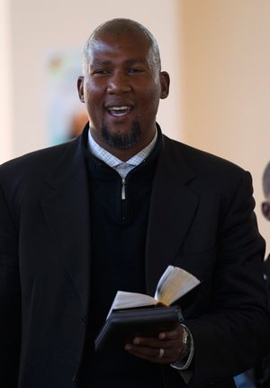 Members of Nelson Mandela's family have laid a criminal complaint against his grandson Mandla Mandela for illegal grave tampering