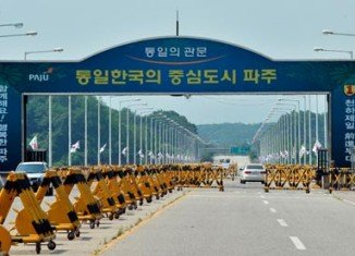 Officials from North Korea and South Korea are holding talks on reopening the Kaesong Industrial Complex