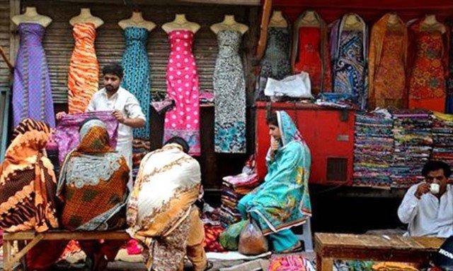 Pakistani women banned from shopping alone 640x384 photo