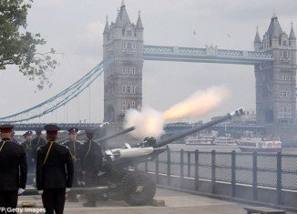 Royal Artillery sound series of gun salutes to mark the birth of the royal baby
