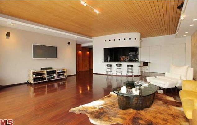 Scarlett Johansson's Los Angeles bachelorette pad has been sold for $470,000