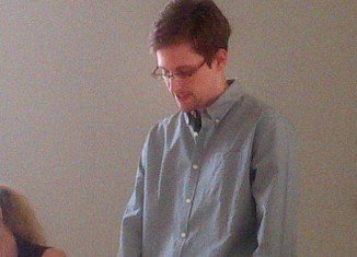 """The FBI and Russian FSB security services are """"in talks"""" over fugitive Edward Snowden"""