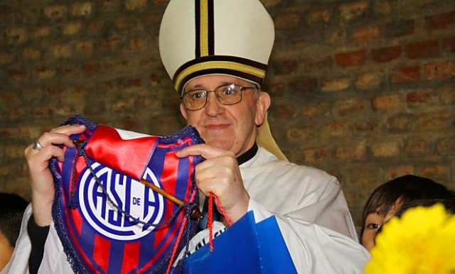 The Italian Football Federation has announced they will play Argentina in a friendly match to honor the soccer loving Argentinean Pope Francis 640x386 photo