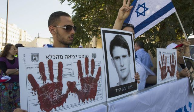 Israelis outraged over Palestinian prisoner release photo