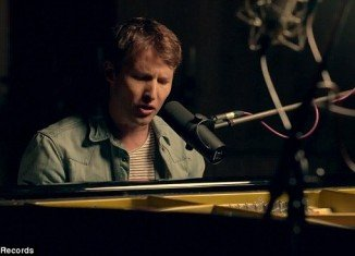 James Blunt pays tribute to late Whitney Houston in his new single Miss America