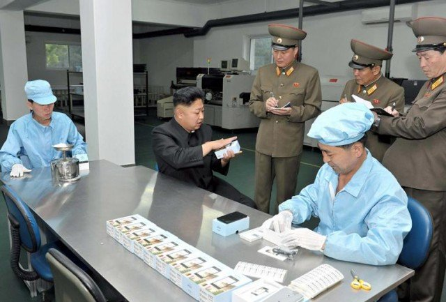 Kim Jong-un demoing the Arirang smartphone, which appeared to be running a version of Google's Android mobile operating system
