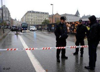 Police evacuated an area of central Copenhagen following the discovery of a parked car with wires attached to it