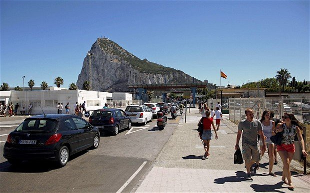 Spain is considering a 50 euro fee to cross its border with Gibraltar, amid a row over an artificial reef