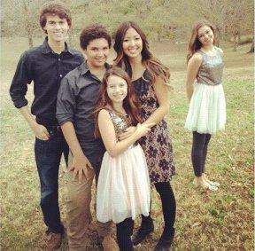Robertson have five kids John Luke Will Bella Rebecca and Sadie photo