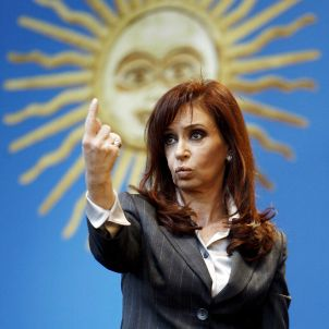 Argentina's President Cristina Fernandez de Kirchner has criticized her country's elite for trying to create a negative image of her government