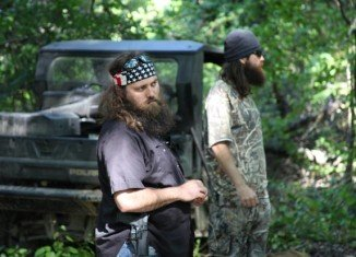 Jase Robertson and his wife Missy are renovating their kitchen, so their own house is temporarily uninhabitable and have to move to his brother Willie's home
