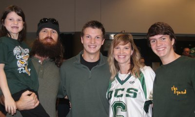 Jase and Missy Robertson and their children photo