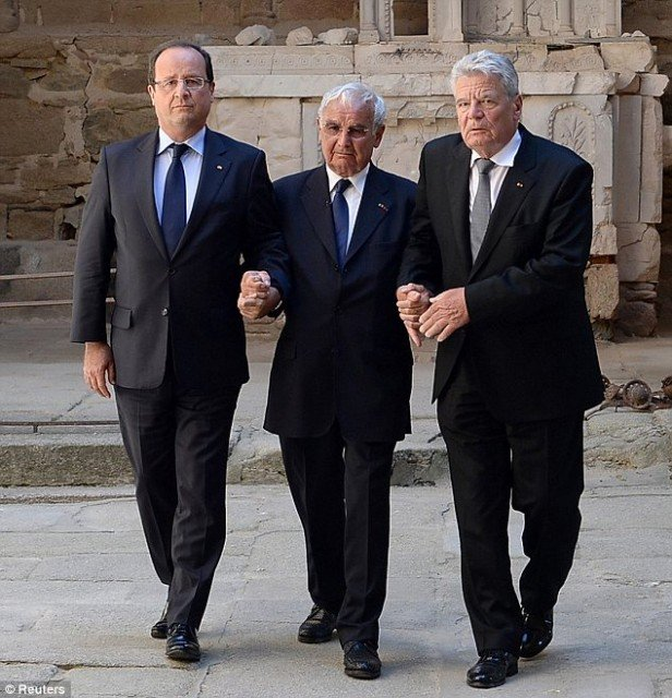 President Joachim Gauck has become the first German senior dignitary to visit Oradour-sur-Glane