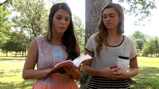 Sadie Robertson and her best friend, Kolby Koloff, have created I Am Different, a weekly devotional video series on YouTube