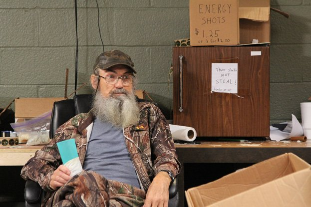 Si Robertson introduced his wife Christine in a special video on Good Morning America photo