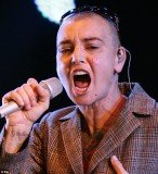 "Sinead O'Connor displayed the initials ""B"" and ""Q"" on her cheeks while onstage at Bestival music festival"