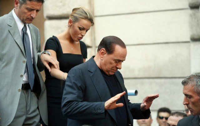 A cross-party panel of the Italian Senate has recommended Silvio Berlusconi's expulsion from the chamber over his conviction for tax fraud