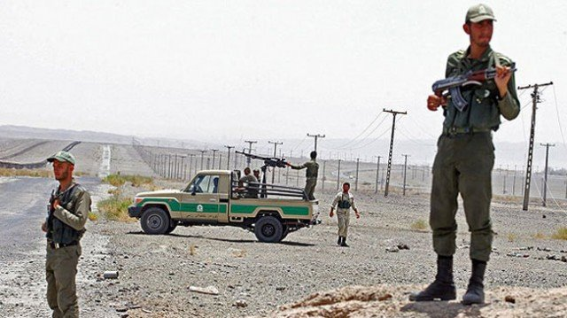 At least 17 Iranian border guards have been killed in a clash with gunmen on the border with Pakistan