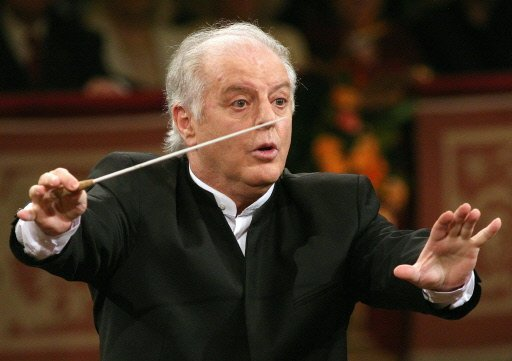 Conductor Daniel Barenboim is stepping down as musical director of La Scala opera house two years early at the beginning of 2015 photo