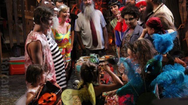 Duck Dynasty stars celebrated this year's Halloween at their Duck Commander scarehouse 640x359 photo