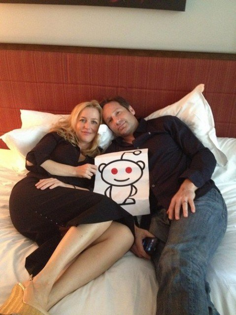 Fans have long suspected that Gillian Anderson (Scully) and David Duchovny (Mulder) are a couple in real life and have been waiting to find photo proof that what they know is true