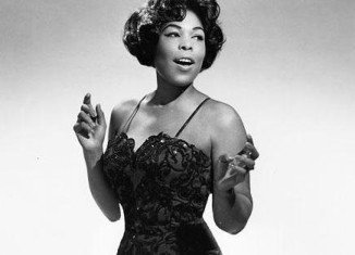 Gloria Lynne sang as a child in church, then won an amateur contest at age 15 at Harlem's Apollo Theater
