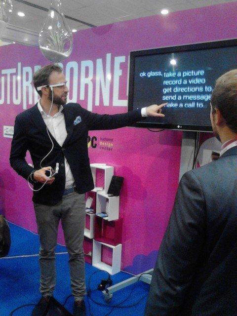 Google-Glass-Testing-Internet-Mobile-World-2013-Bucharest-Romania