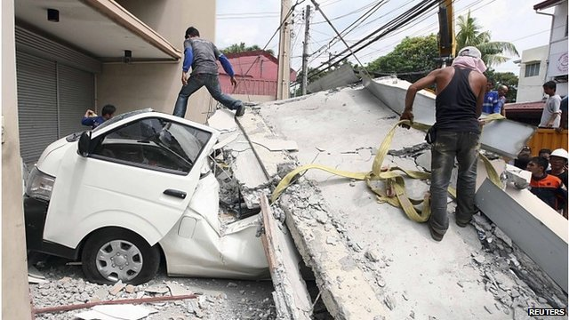 Several buildings and churches were damaged by the Philippines earthquake photo